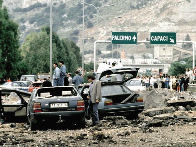 'La mafia uccide solo… a Capaci': 27 anni dall'attentato a Giovanni Falcone