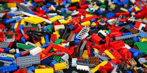 Siamo tutti piccoli demiurghi: le Idee di Platone spiegate con il Lego