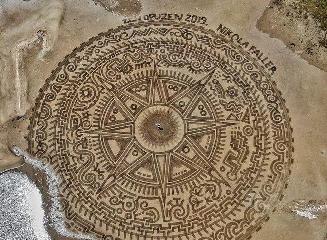 Meraviglie sulla sabbia croata: i disegni ricordano i Ludi Geometrici di Leonardo da Vinci