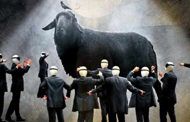 Incessante bisogno di purificazione: la catarsi tragica e la legge ciclica del capro espiatorio