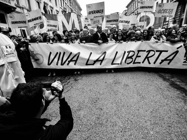 """""""Buon 1919"""" nella città di Massa a causa dei nuovi divieti: limitazione di virtù naturali e artificiali?"""