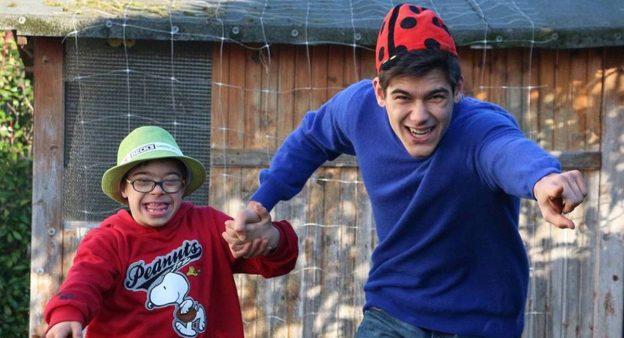 Mio fratello rincorre i dinosauri: un film commovente sulla Sindrome di Down