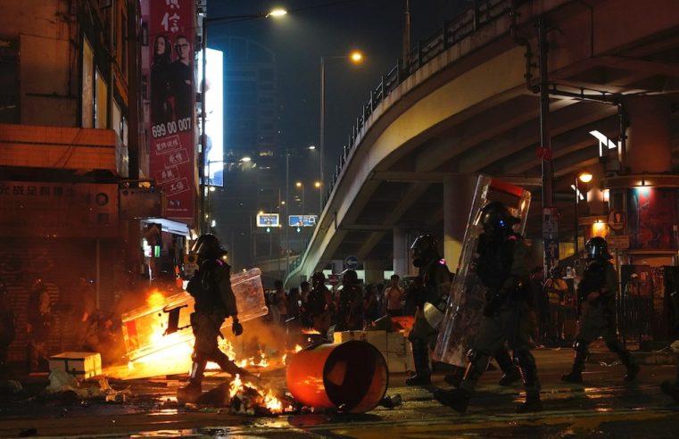 Lo spirito di Hanna Arendt manifesta in strada con Hong Kong