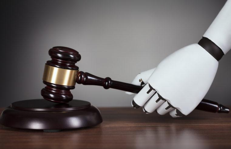 La tecnologia in tribunale: Uber e Alexa ridimensionano il nostro concetto di responsabilità