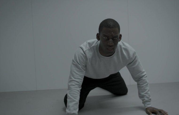 Man Against Fire: Black Mirror indaga i risvolti distopici della de-umanizzazione del nemico
