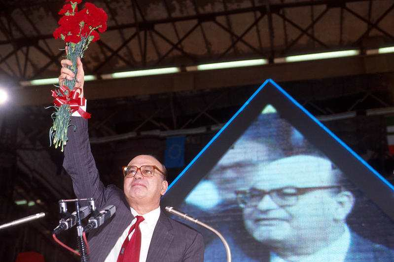 A 20 anni dalla morte di Bettino Craxi, la politica-spettacolo ha conquistato l'Italia