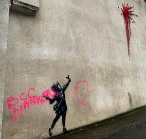 Bristol, rovinato un graffito di Banksy dedicato all'amore: che cosa penserebbe Shakespeare?