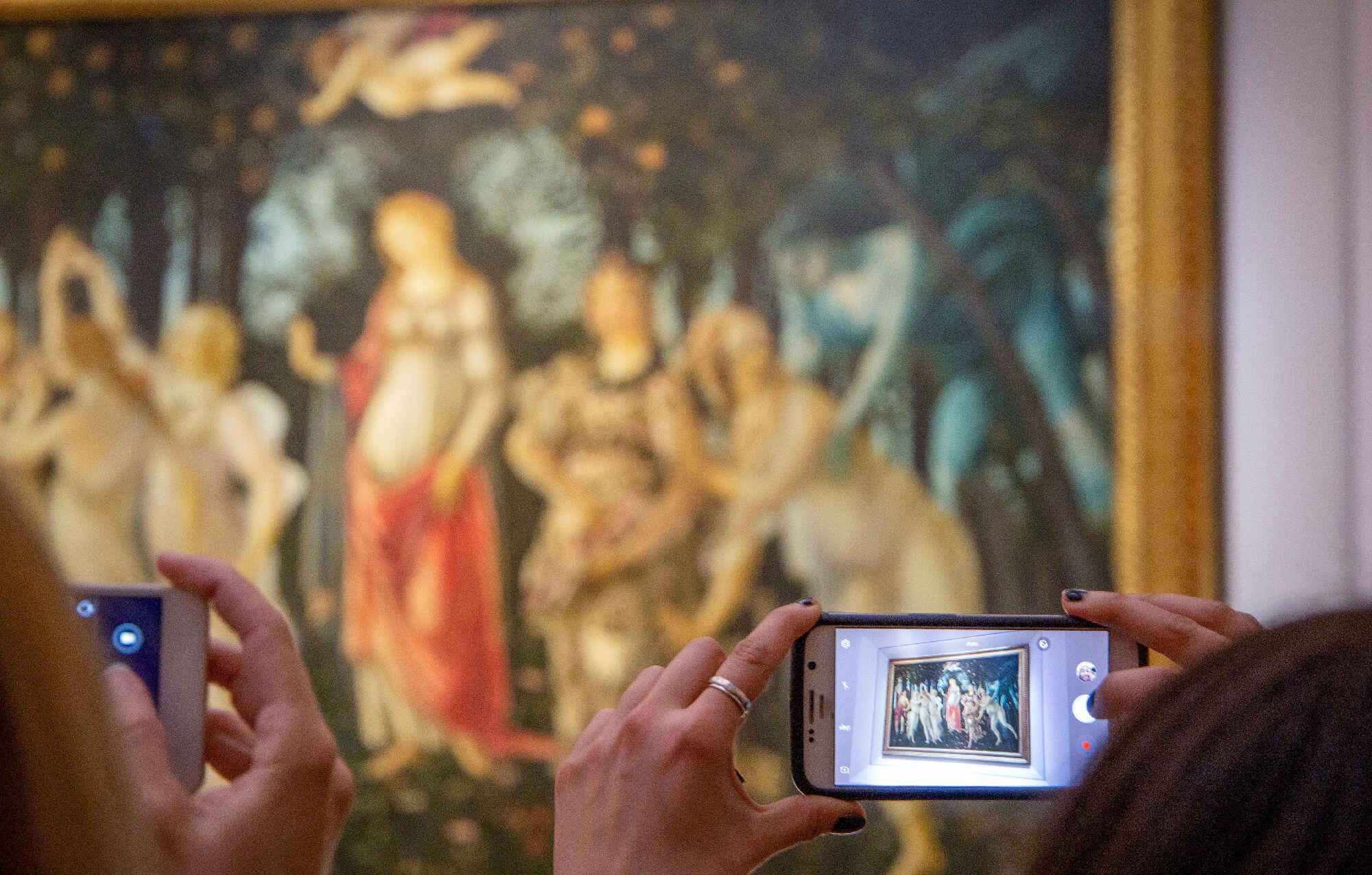 Anche se dentro è inverno, fuori sboccia primavera: l'equinozio celebrato da Lucrezio, Catullo, Petrarca e Botticelli