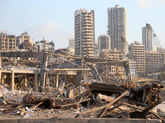 Beirut piange: le più grandi esplosioni e distruzioni della storia